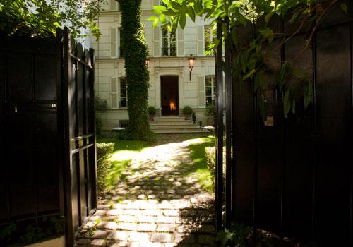 Dita Von Teese décore L'Hôtel Particulier de Montmartre