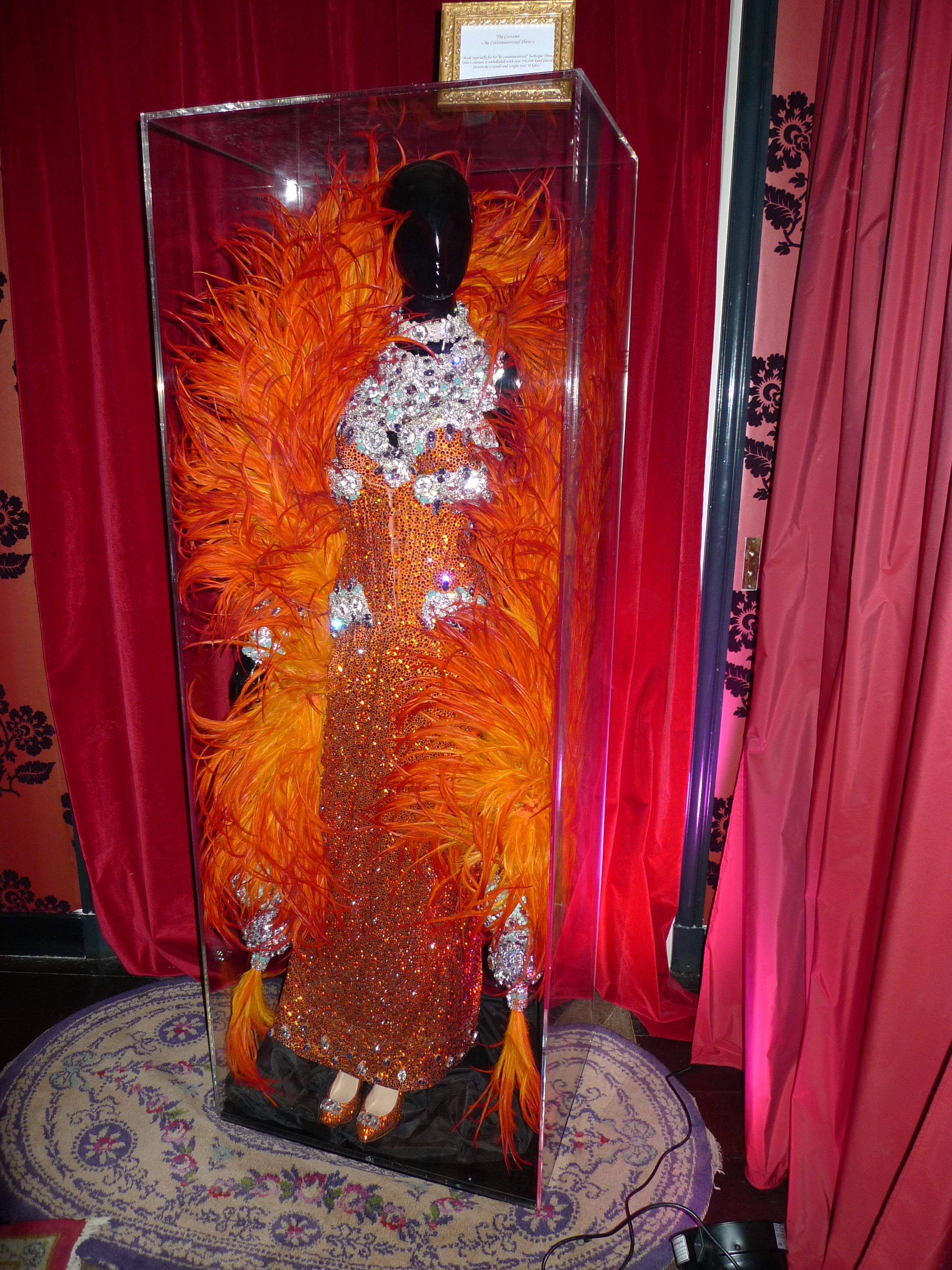 Soirée à l'Hôtel Particulier de Montmartre décoré par Dita Von Teese (3)