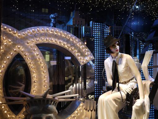 Vitrines de Noël du Printemps avec Chanel