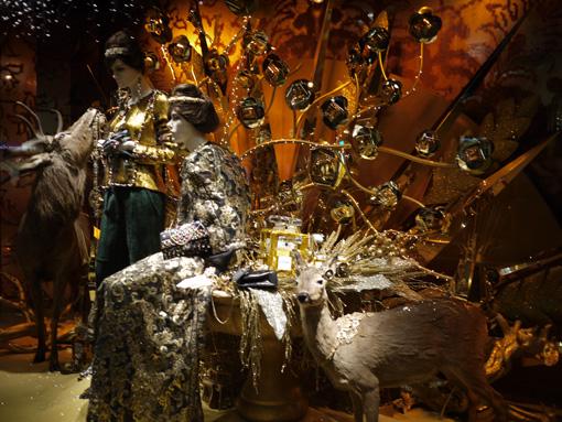 Vitrines de Noël du Printemps par Karl Lagerfield pour Chanel