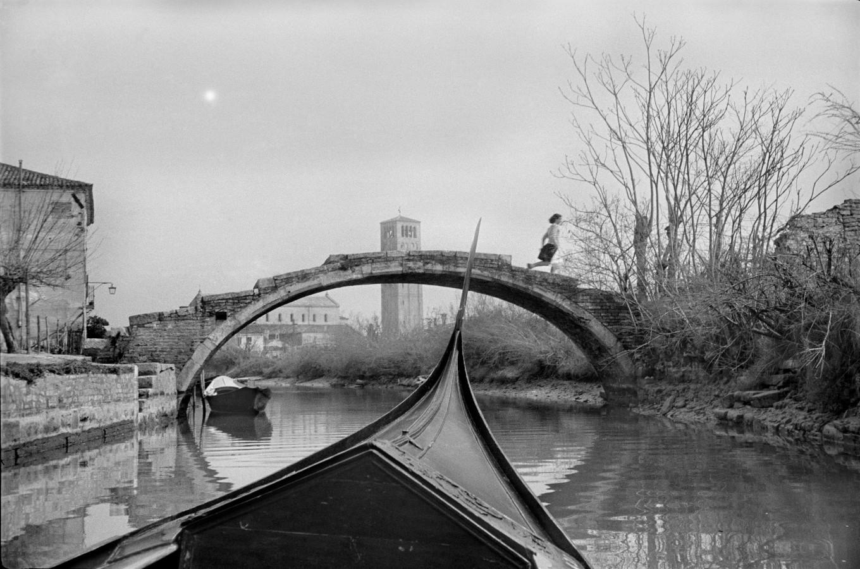 """Photographie d'Henri Cartier Bresson qui capte """"l'instant décisif"""""""