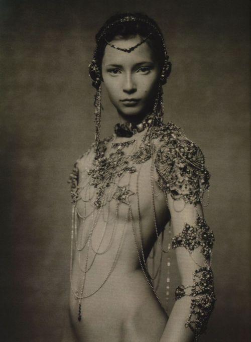 Photographie noir et blanc Paolo Roversi parure