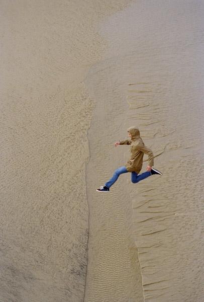 Maciek Pozonga jeune photographe homme saute