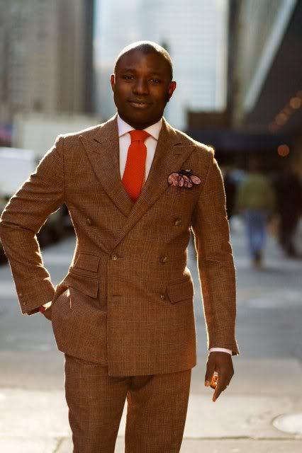 Couleur manteau avec costume gris