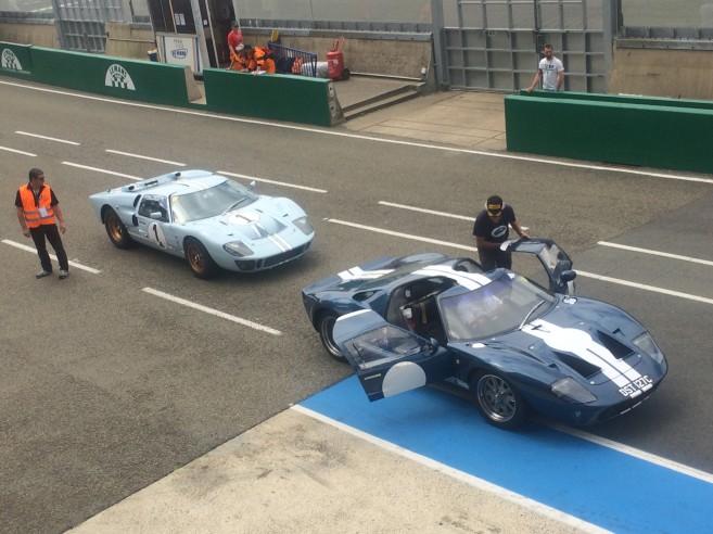 Deux Ford GT40 prêtes à en découdre sur la piste mancelle