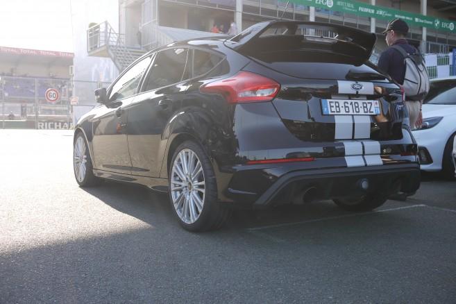 Une Focus RS. Forte de 350 chevaux, elle est la plus adaptée au tracé du Mans avec ses 4 roues motrices.